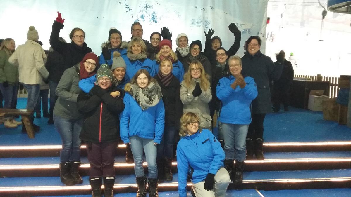 Jahresausflug Eisstockschiessen Skihalle Neuss