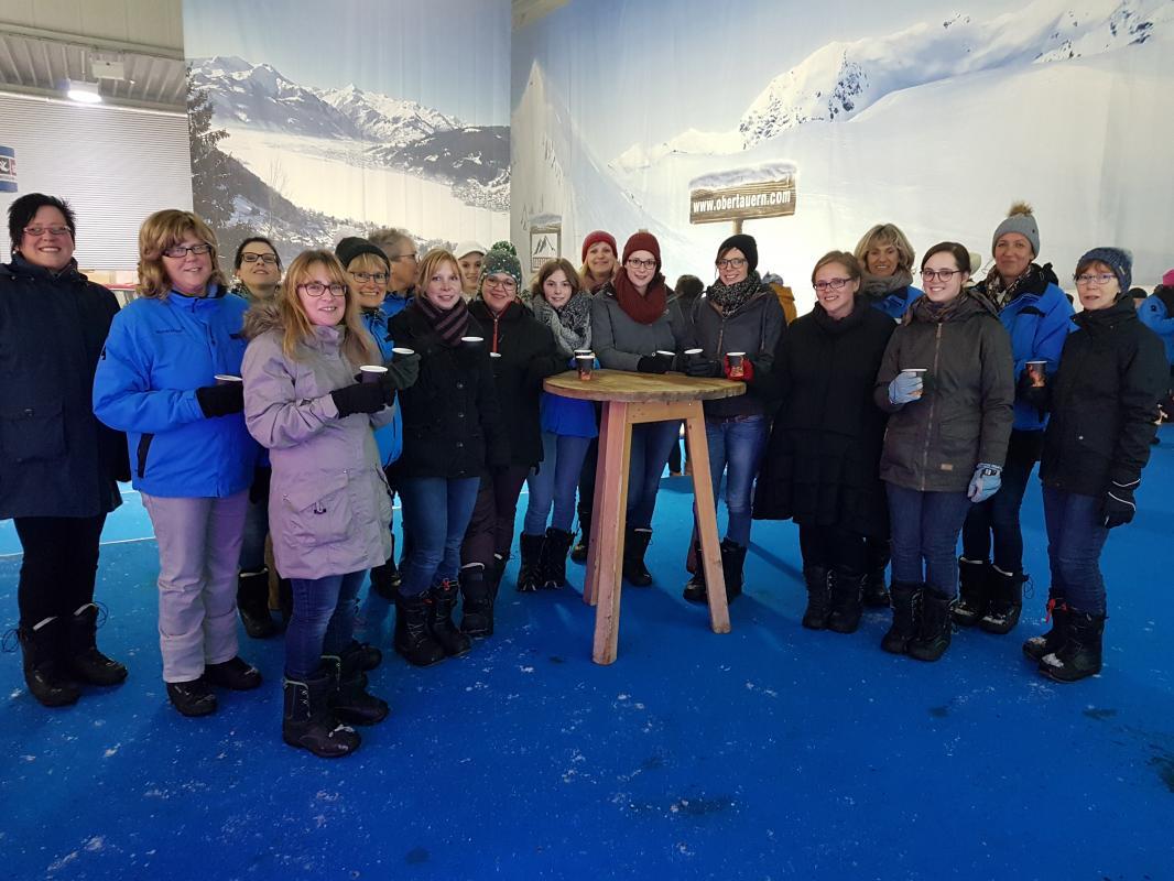 Skihalle Neuss Eisstockschiessen